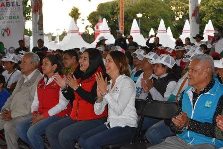 Sandra Corona recibe muestra de apoyo en cierres de su campaña