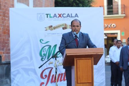 Encabezan autoridades de Santa Cruz Tlaxcala izamiento de Bandera