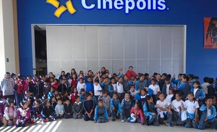 """El DIF municipal y Cinepolis arrancaron sonrisas con """"Luis y los marcianos"""""""