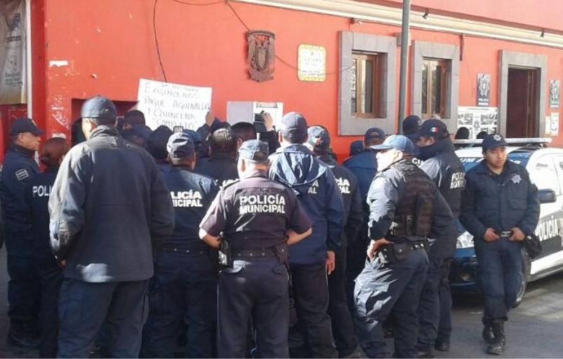 Se manifiestan policias de Chiautempan por falta de pago