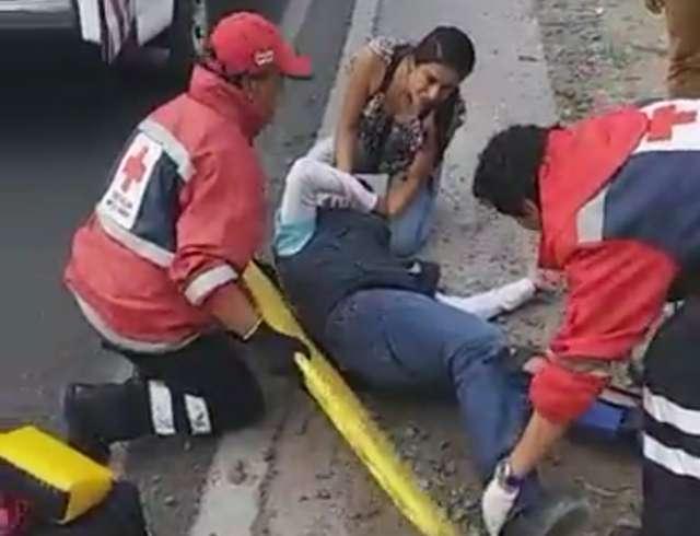 Joven motoclista fue impactado y resultó con lesiones severas