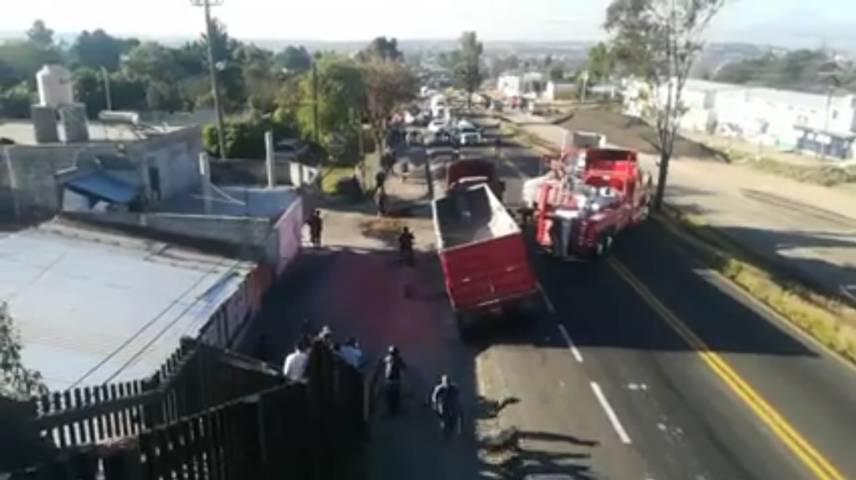 Se voltea tráiler y genera caos vial en la Tlaxcala-Apizaco