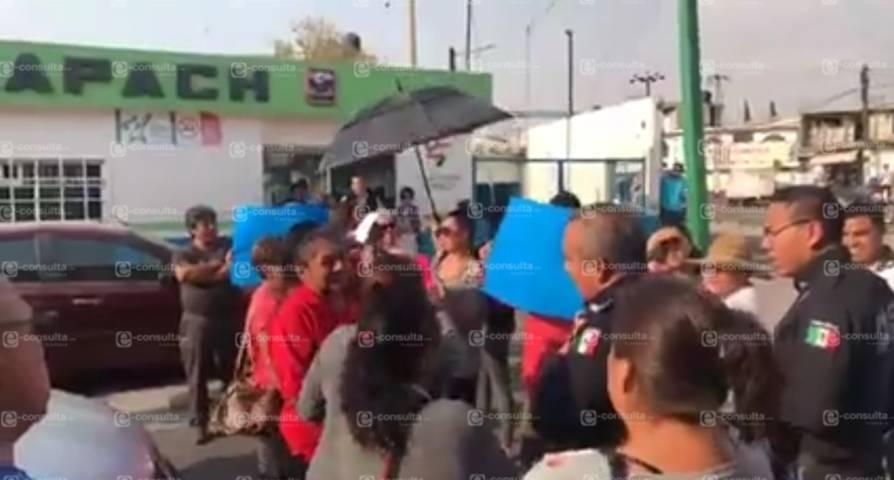 Vecinos de Unidad Panzacola exigen a CAPACH de ponga a trabajar