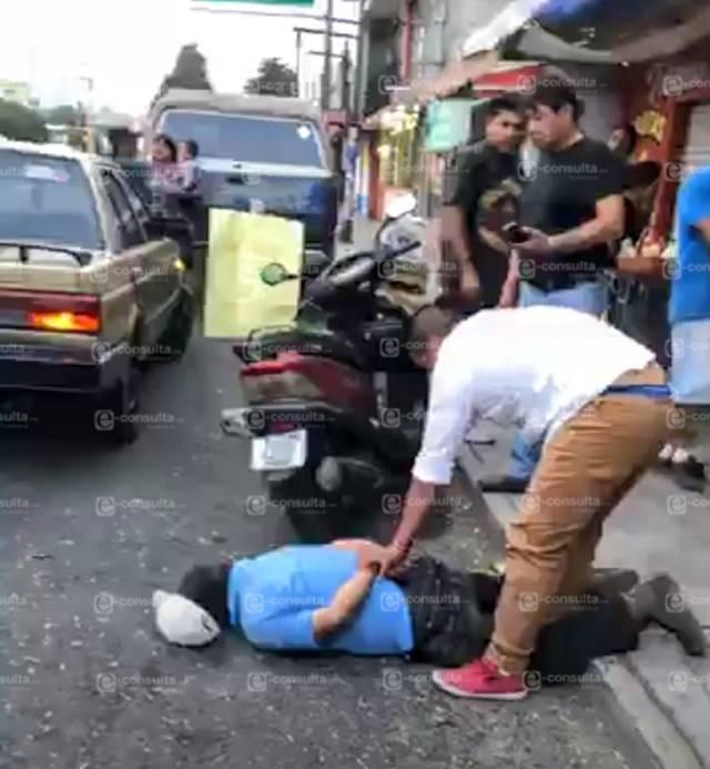 Sujeto enloquece y agrede a personas con cuchillo en Acuitlapilco