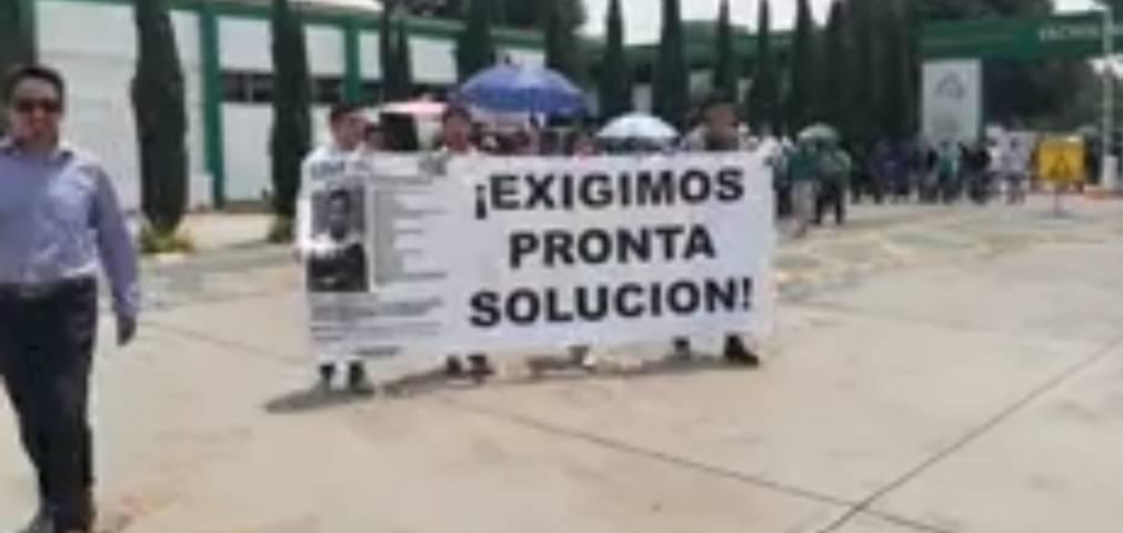 Estudiantes del ITA marchan por maestro desaparecido