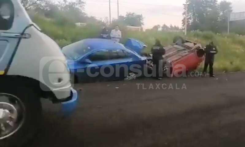 Carambola de cinco vehículos deja varios lesionados en Yauhquemehcan