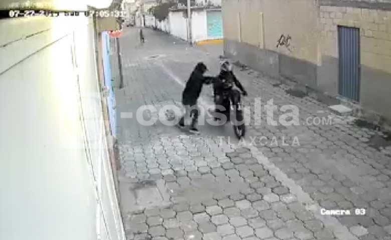 Circula video de asalto a mujer en San Pablo del Monte