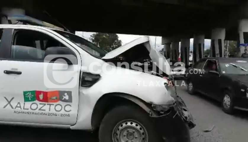 Policía municipal provoca accidente en Xaloztoc