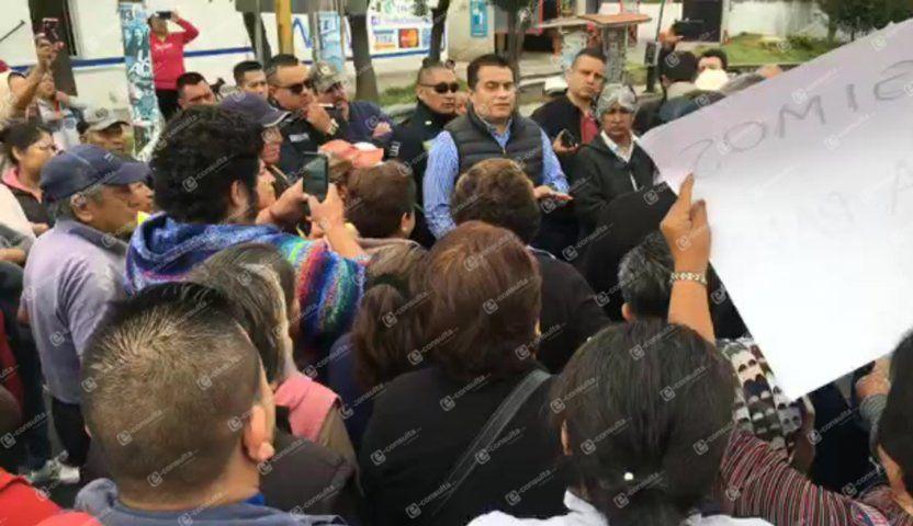 Cierran carretera Ocotlán- Chiautempan por transas de presidente de comunidad