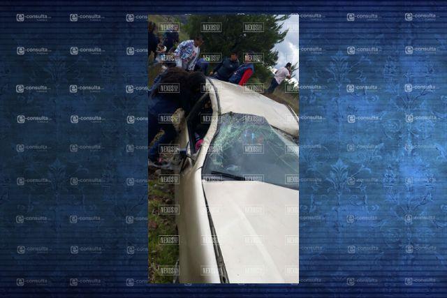 Volcadura en Panotla deja tres personas lesionadas