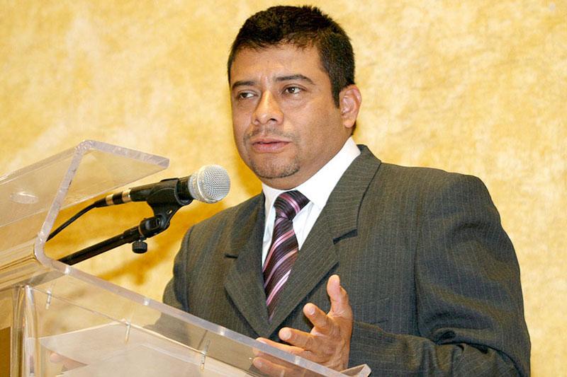 Enrique Padilla pinta para la gubernatura por el PRI