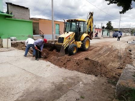 Secoduvi pavimenta calles en Lázaro Cárdenos y Tlaxco