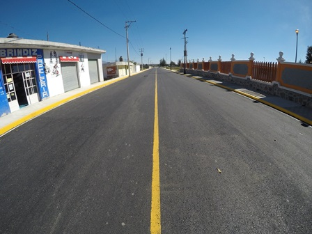 Secoduvi pavimenta calles en Tlaxco y Nopalucan