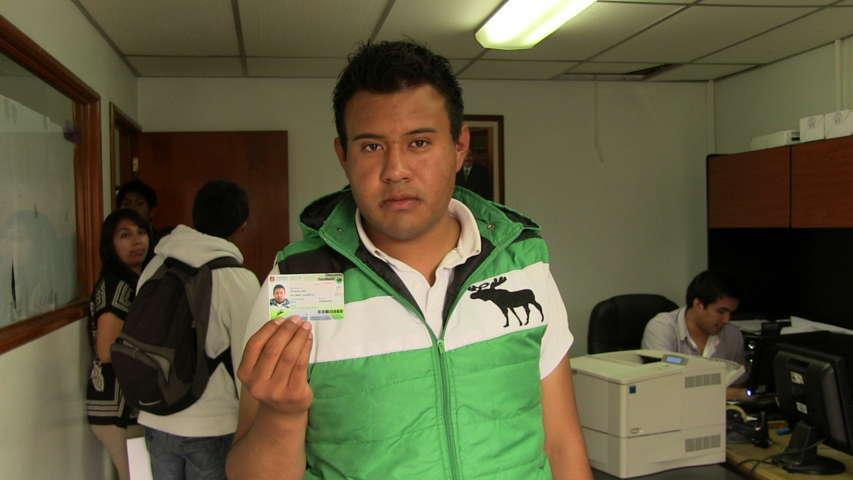 Entregan credenciales de descuento a estudiantes de Tlaxcala