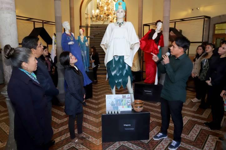 """Presentan exposición de prendas y accesorios """"A Los Pies De Tlaxcala"""""""