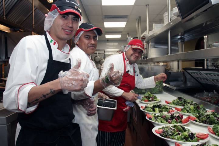 Inaugura SEDECO restaurante Italianni´s en Tlaxcala