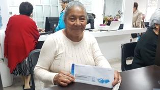 Renuevan tarjetas bancarias del programa Adultos Mayores
