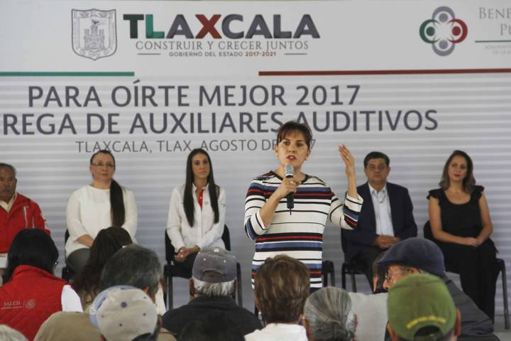 Entregan DIF Estatal y Beneficencia Pública apoyos auditivos