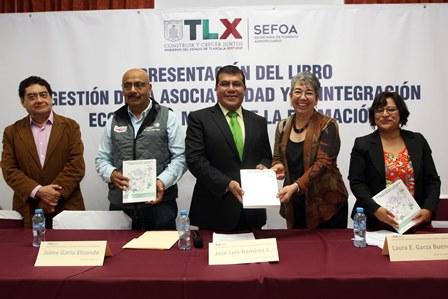 Presenta Sefoa libro sobre integración económica con experiencias de tlaxcaltecas