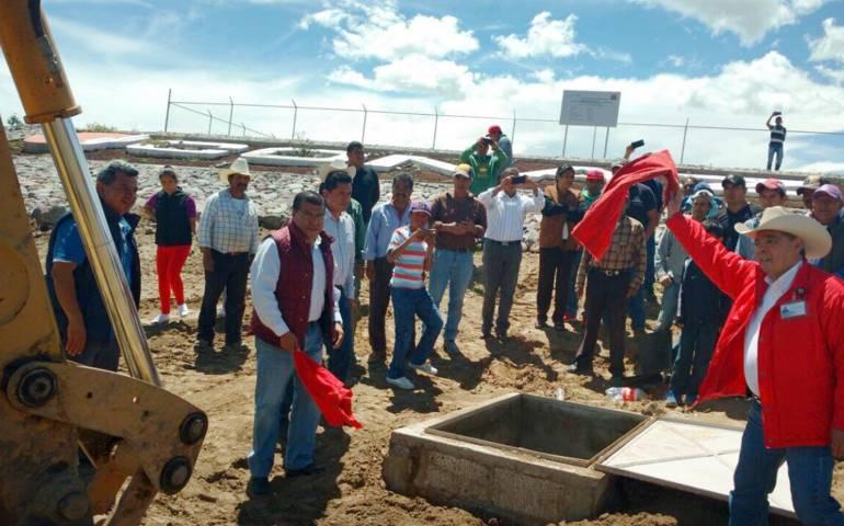 Sefoa entrega olla de captación de agua pluvial en Terrenate