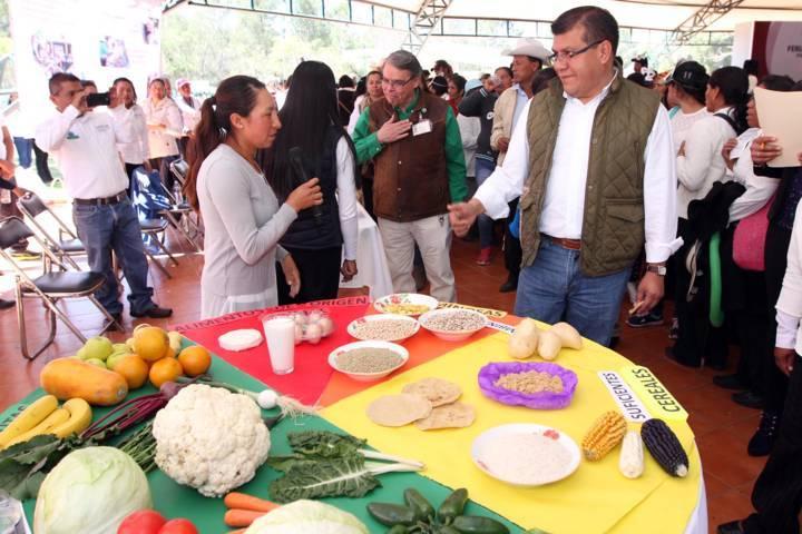 Participan más de 600 personas en Feria de Seguridad Alimentaria de SEFOA
