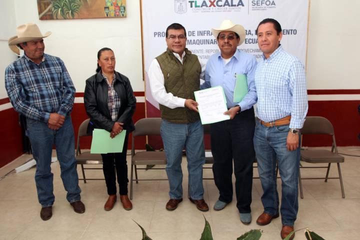 Entrega Sefoa más de 14 mil plantas de maguey a productores