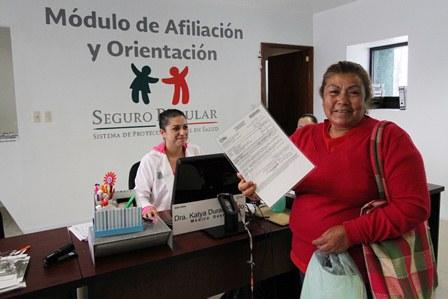 Cubre Seguro Popular salarios a más de 100 trabajadores