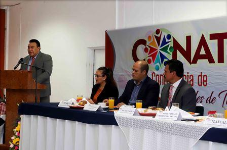 Integrantes de la Confederación de alcaldes de Tlaxcala rinden protesta