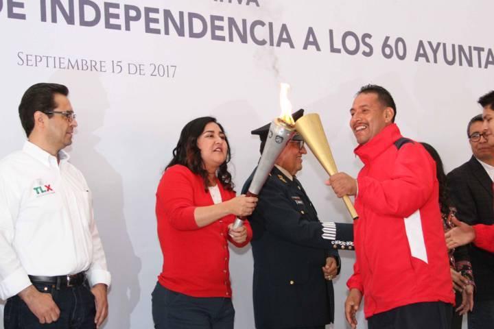 Entregan fuego simbólico de la Independencia a los 60 municipios