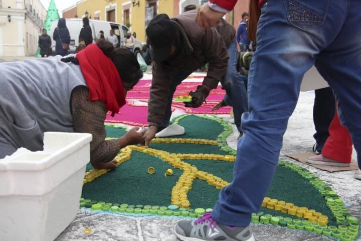 50 mil tapitas de plástico conformaron el 2do tapete monumental