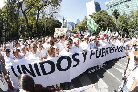 Participa senadora Minerva Hernández en marcha por México