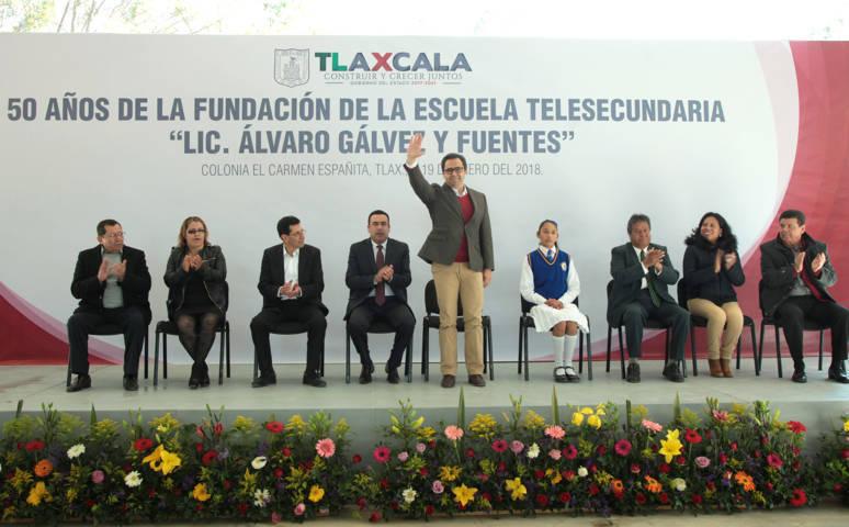 Encabeza MCH ceremonia alusiva al 50 Aniversario de la Primera Telesecundaria de el país