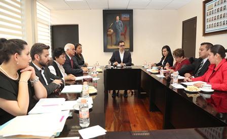 Sostienen funcionarios  reunión de trabajo antes de periodo vacacional