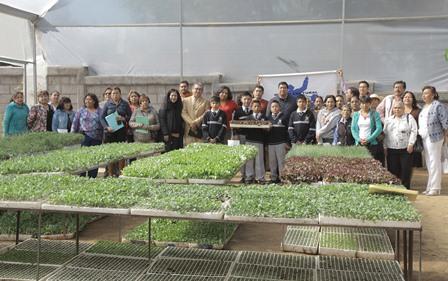 Reciben 400 escuelas hortalizas y plantas medicinales para huertos