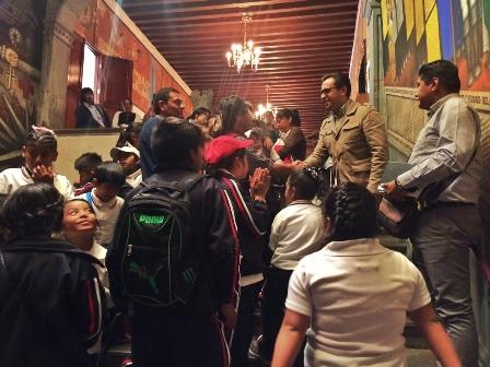 Visitan estudiantes foráneos lugares históricos de la capital