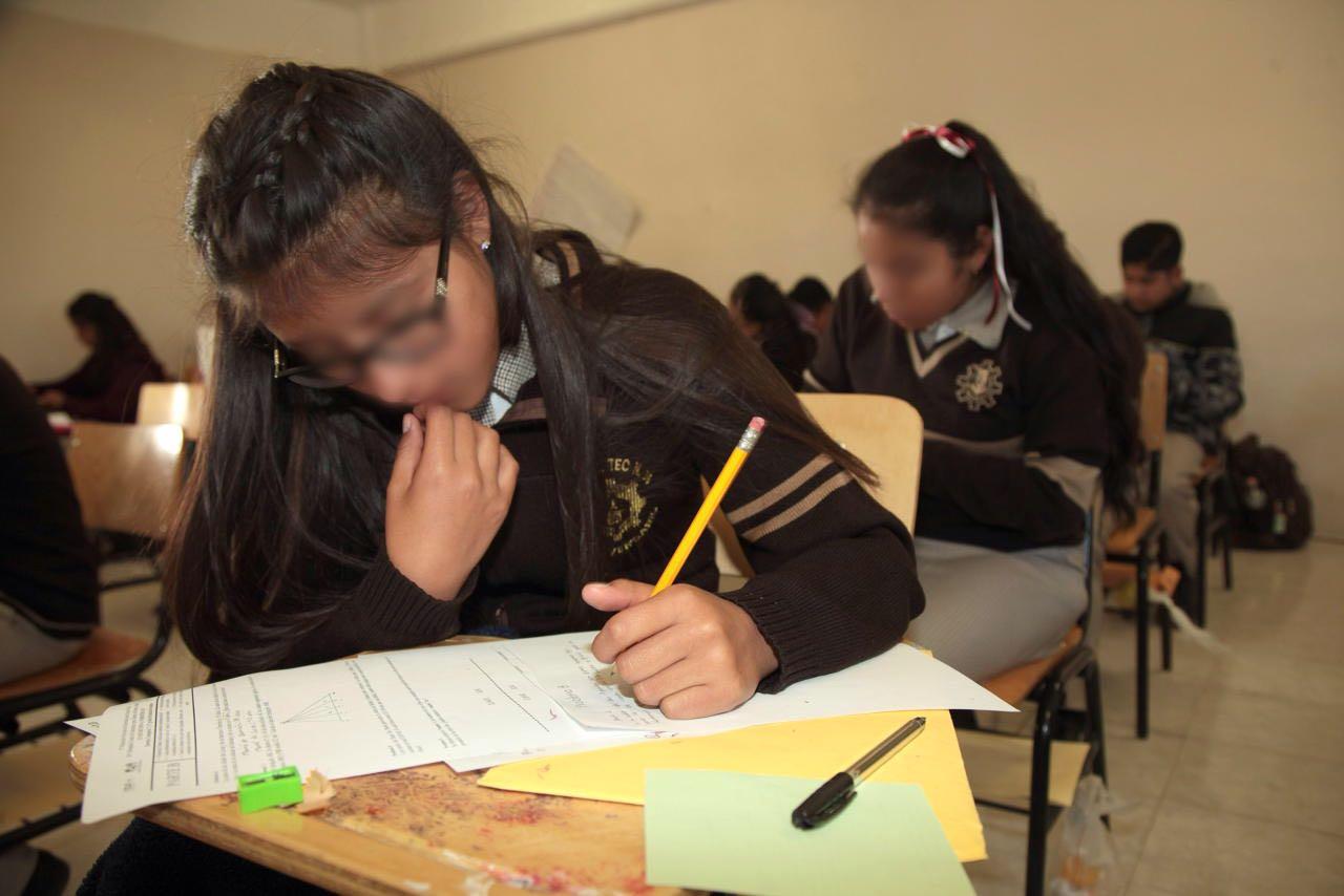 Aplica examen para medir avance de alumnos en matemáticas