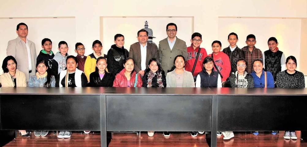 Recibe SEPE a niños premiados por el Presidente de México