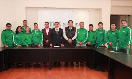 Van maestros de Tlaxcala a concurso de educación física