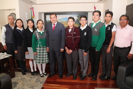 Reconocen a estudiantes que participarán en Olimpiada de Matemáticas