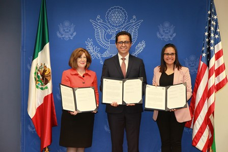 Firman convenio con Embajada de EU para instalar Centro EducationUSA
