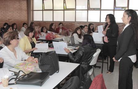 Realizan curso para diseñar estrategias que mejoren el aprendizaje