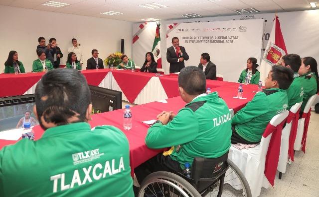 Reciben estímulos económicos medallistas de la paralimpiada 2019