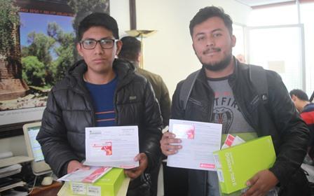 Más de 10 mil estudiantes resultaron beneficiados con una beca