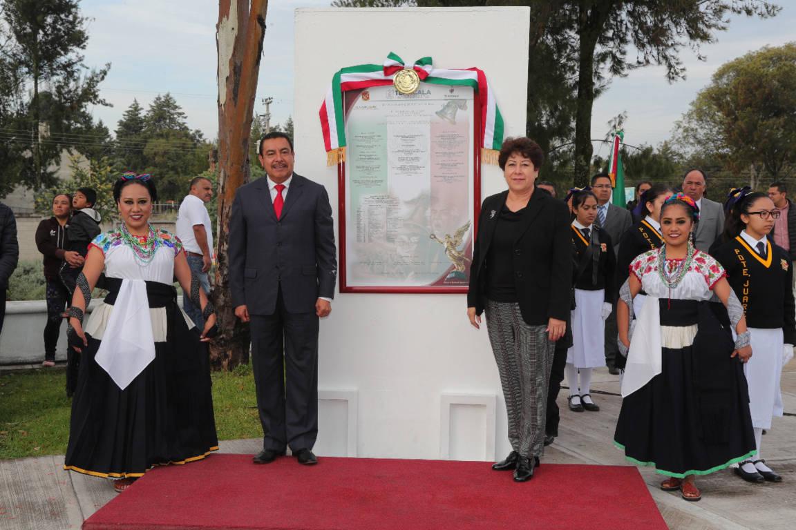 Premian a ganadores de concurso de interpretación del himno nacional