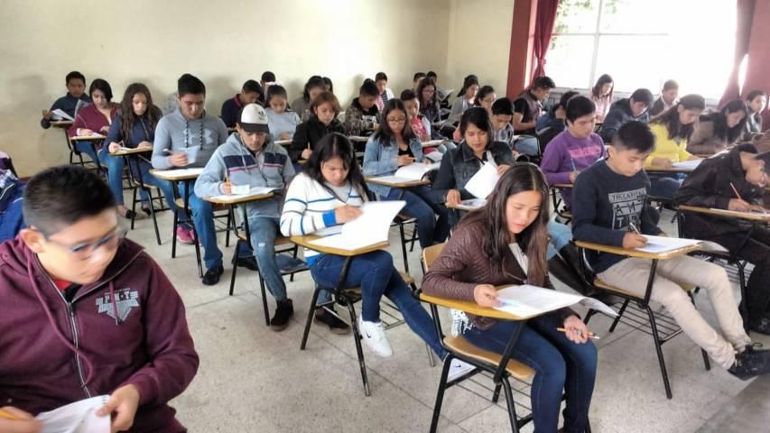 Presentan examen 17 mil 631 alumnos para ingresar a bachiller