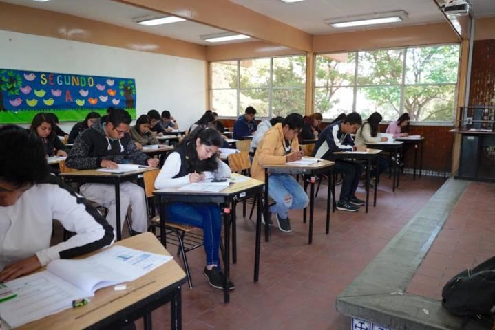 Realizan aspirantes exámen para ingresar a escuelas normales