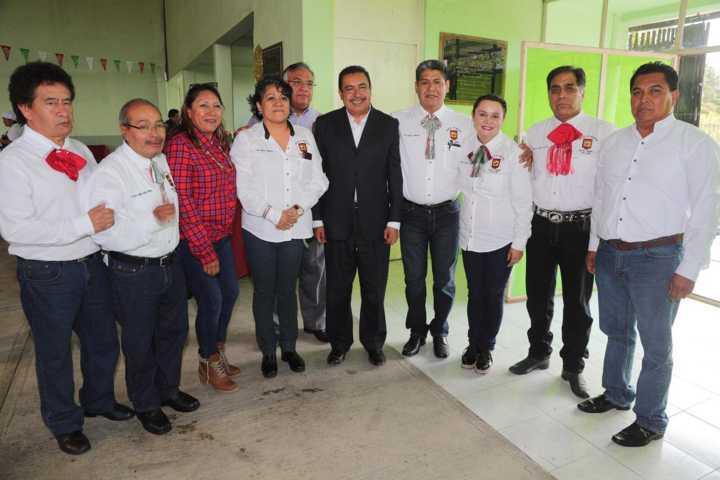 Convive secretario de educación con trabajadores del sindicato Justo Sierra