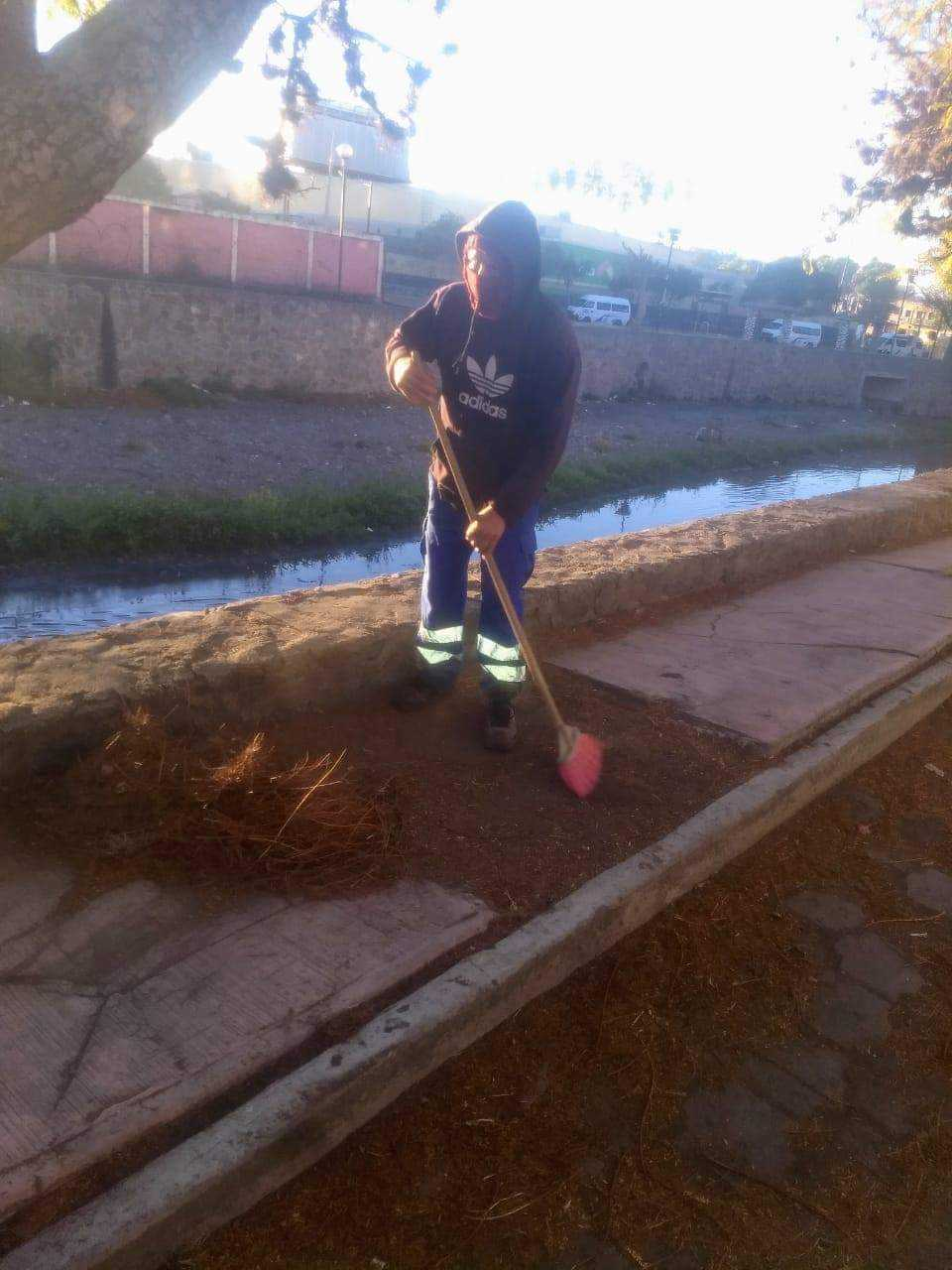 Continúan Servicios Públicos con limpieza en calles y avenidas de la capital