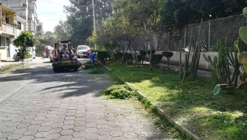 Realiza comuna capitalina limpieza en periferia del Centro Expositor