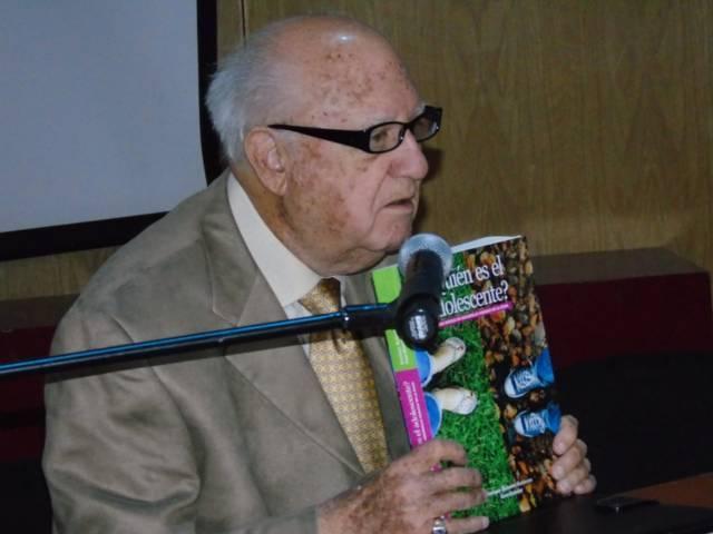 Presentan libro ¿Quién es el adolescente? en Congreso de Aniversario del HIT